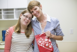 Emily Warren (left) delivered more than $400 in gift cards to social worker Kathryn Ward to help patients and families in the UF Health Pediatric Heart Transplant Program. Photo by Mindy C. Miller