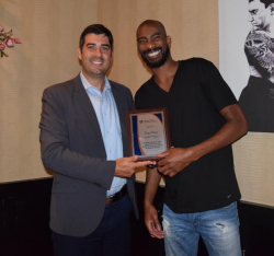 Corey Brewer, right, receives a plaque from Mauren Piucco, assistant director of the UF Diabetes Institute, in recognition of his advocacy for diabetes research and support of the UFDI.